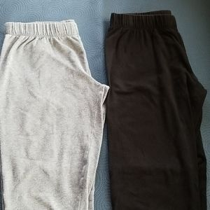 2 pairs of capris leggings